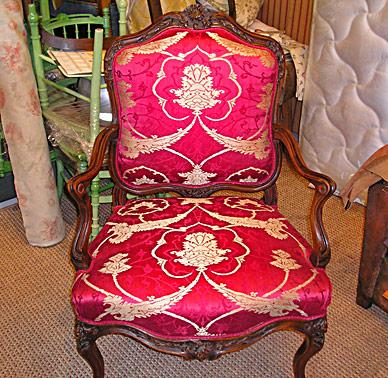tapissier braida grasse le tapissier d corateur en tissus d 39 ameublement. Black Bedroom Furniture Sets. Home Design Ideas